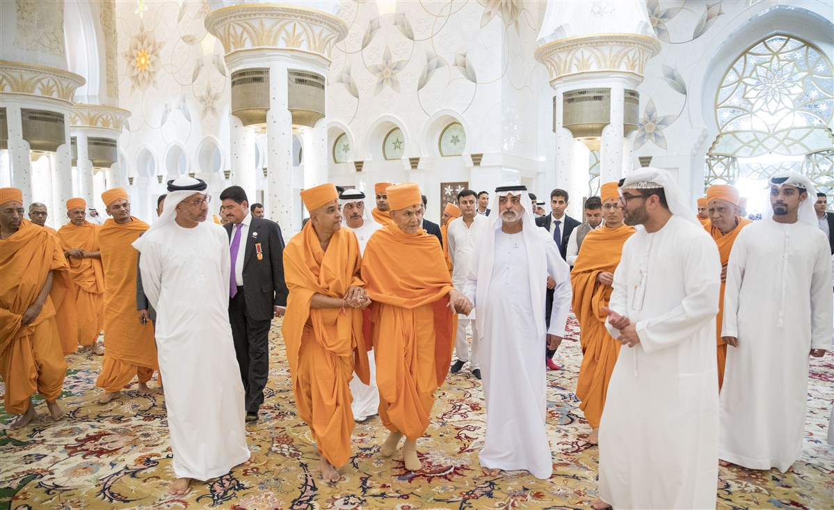 HH Mahant Swami Maharaj is guided through the prayer hall of the Grand Mosque by HE Sheikh Nahyan bin Mubarak Al Nahyan and HE Dr Yousif Alobaidli