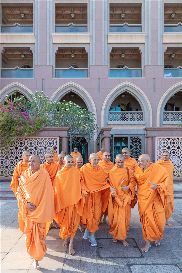 Swamishri and sadhus arrive on the shores of the Arabian Gulf