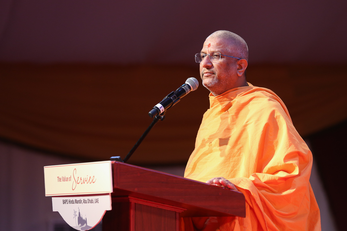 Aksharvatsal Swami addresses the assembly