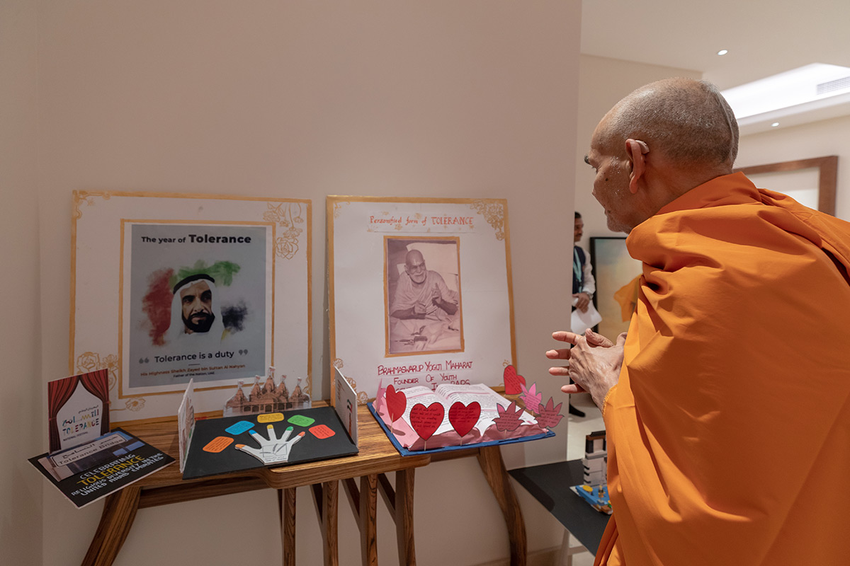 Param Pujya Mahant Swami Maharaj observes cards prepared by children