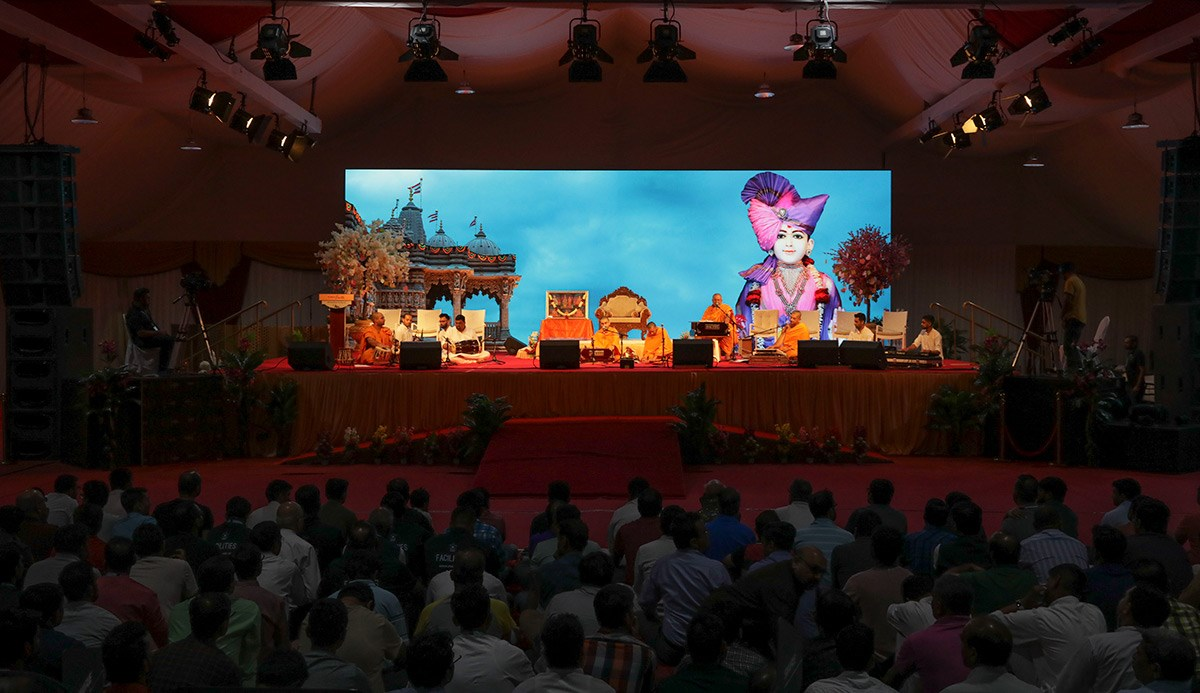 Sadhus present a kirtan aradhana in the evening satsang assembly