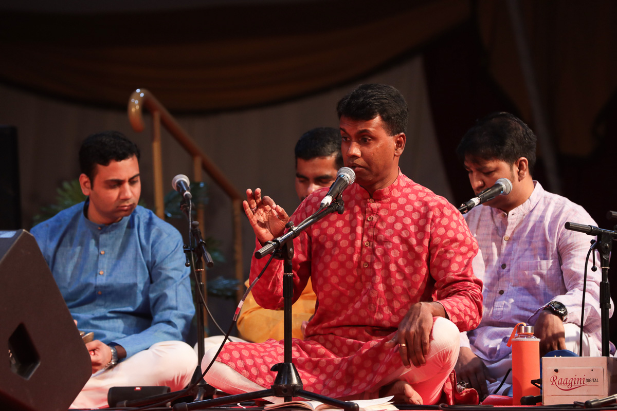 Youths of Swami Samarth group sing bhajans in Swamishri's daily puja