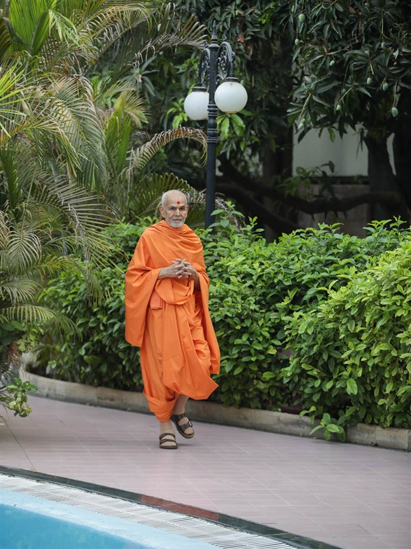 Swamishri walking in the gardens
