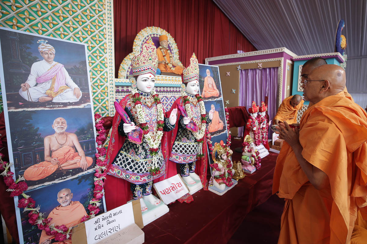 Pujya Tyagvallabh Swami performs the initial pratishtha rituals of the murtis for various BAPS mandirs