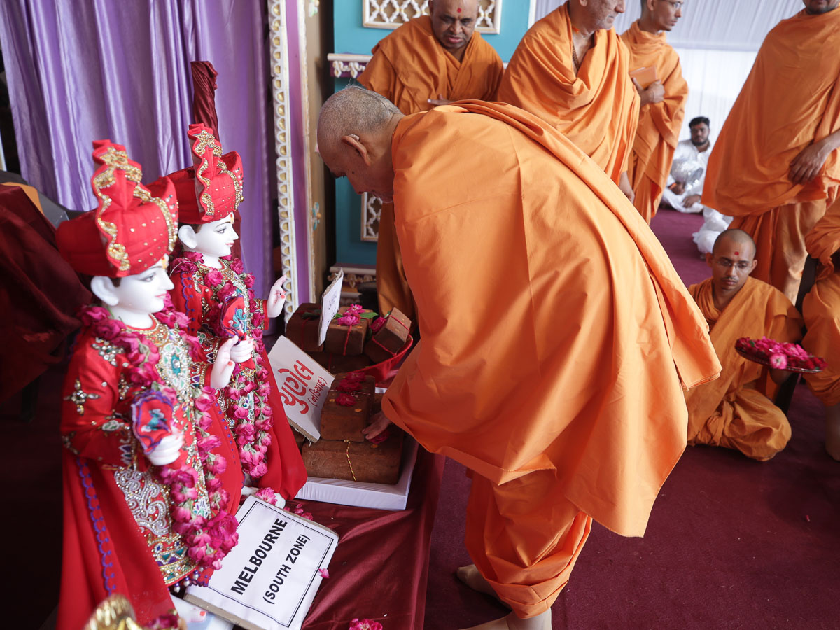Swamishri sanctifies bricks for the BAPS Shri Swaminarayan Mandir in Chunel, India