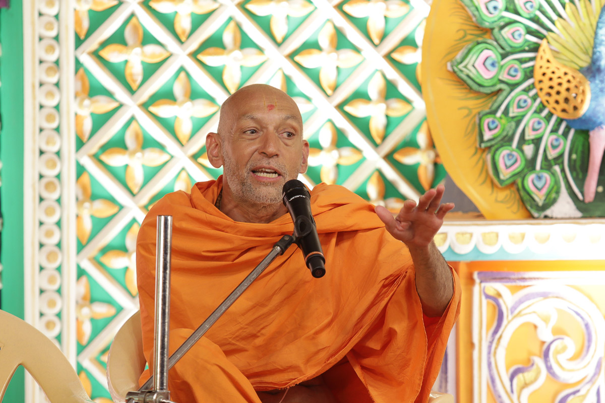 Sarvamangal Swami addresses the assembly