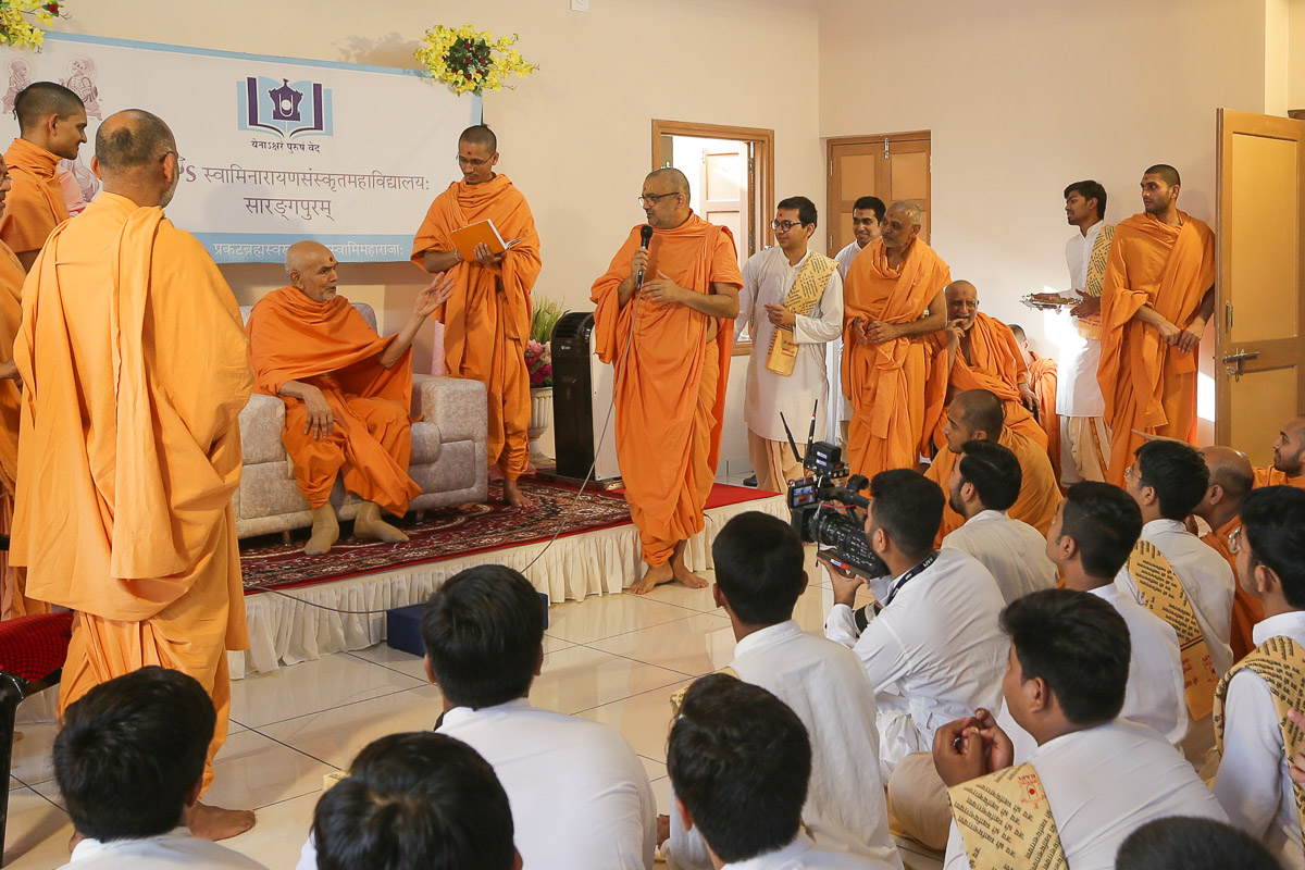 Swamishri converses with Bhadresh Swami