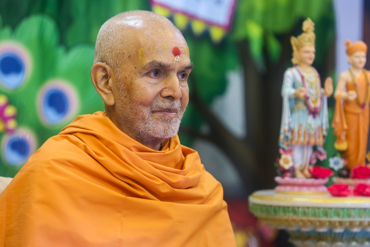 Swamishri during the inauguration assembly