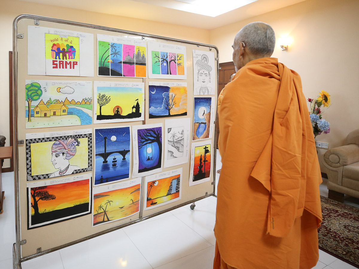 Swamishri observes artworks created by children