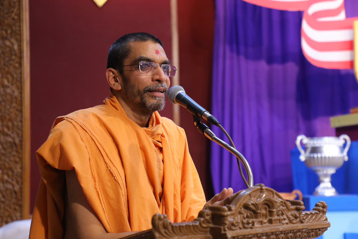 Adarshjivan Swami addresses the inauguration assembly