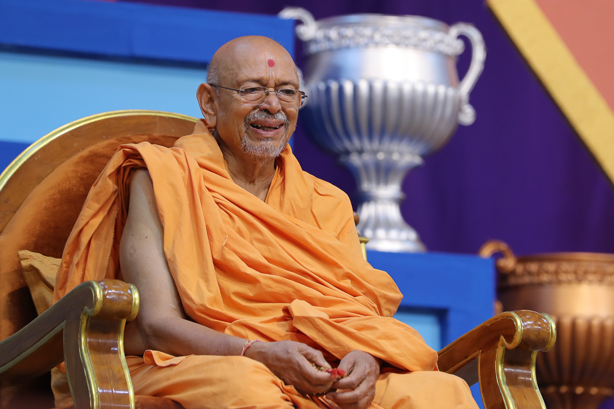 Pujya Tyagvallabh Swami during the shibir assembly