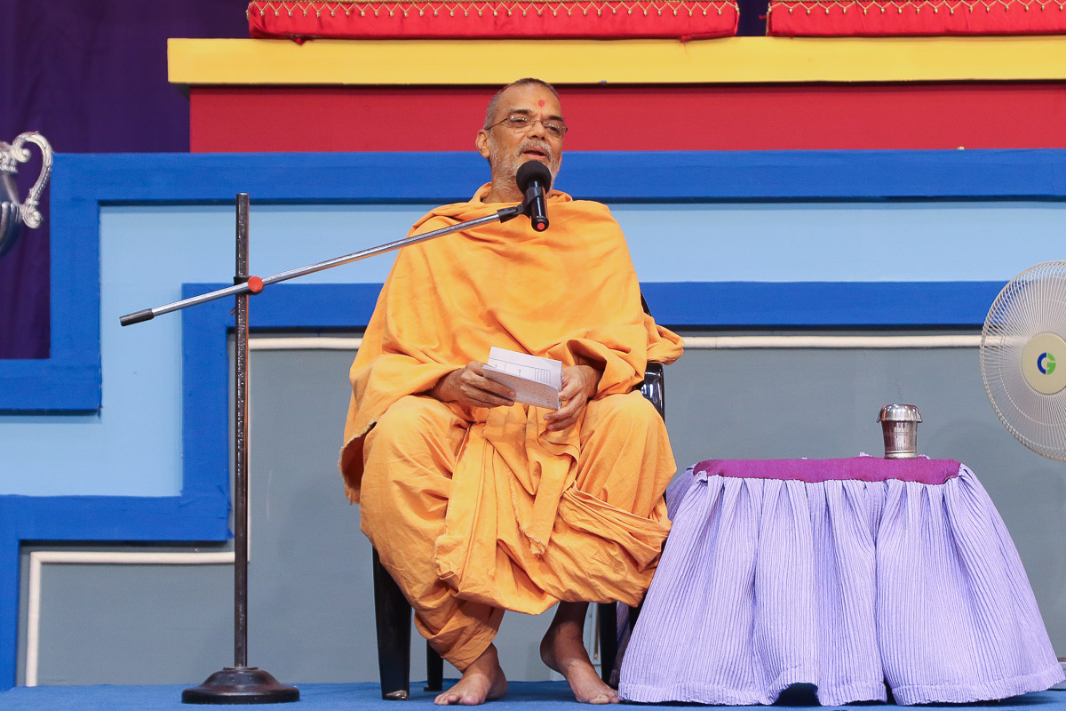 Narayanmuni Swami Swami addresses the assembly