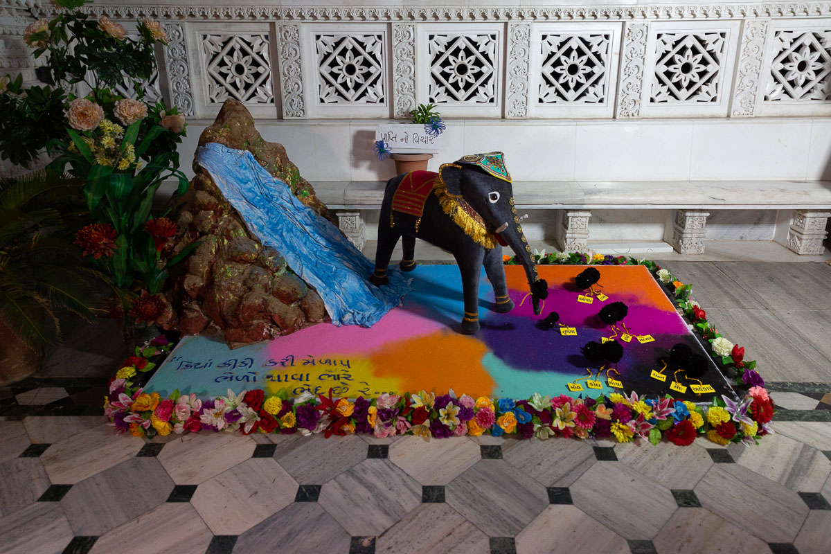 Rangoli based on the message: 'Kiya kidi kari melap, bhelo thava bhare bhed chhe re...'