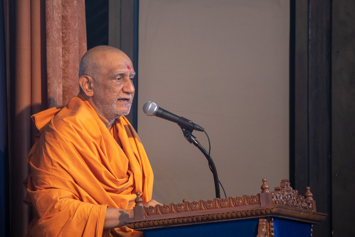 Atmaswarup Swami narrates the history of BAPS festivals celebrated in Ahmedabad