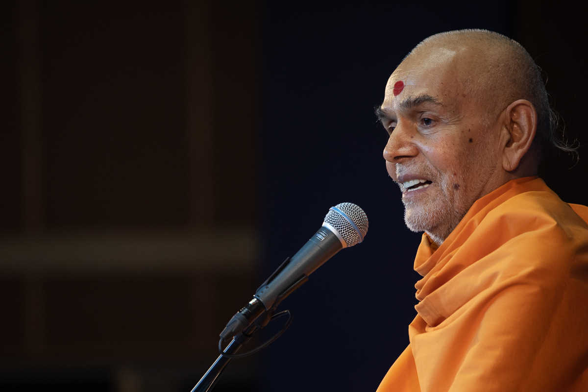 Swamishri narrates his memories with Yogiji Maharaj and Pramukh Swami Maharaj in Ahmedabad