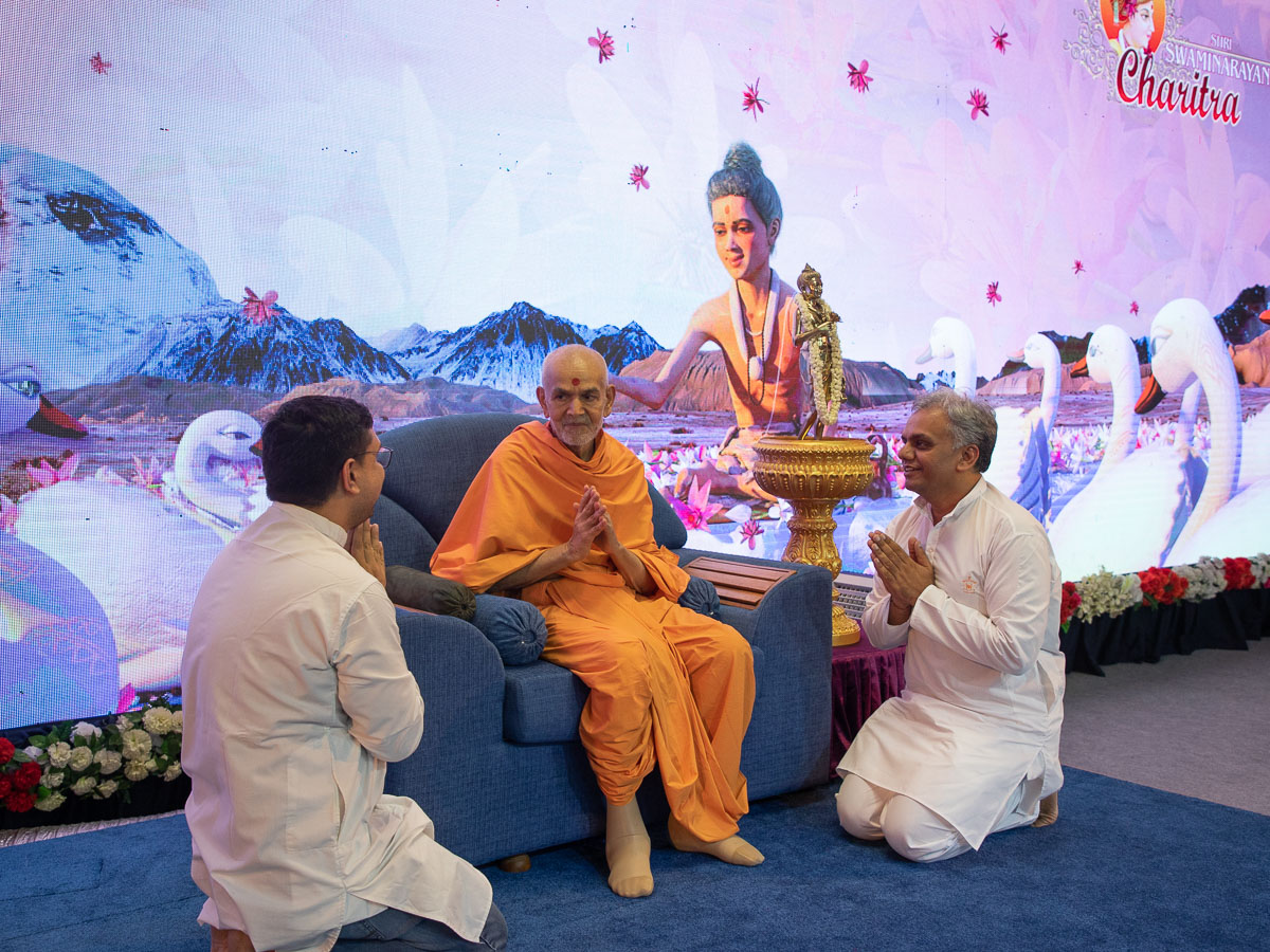 Swamishri blesses BAPS volunteers, Shri Parthbhai Gajjar and Shri Paragbhai Shastri, for their contributions to the 'Shri Swaminarayan Charitra' animation series