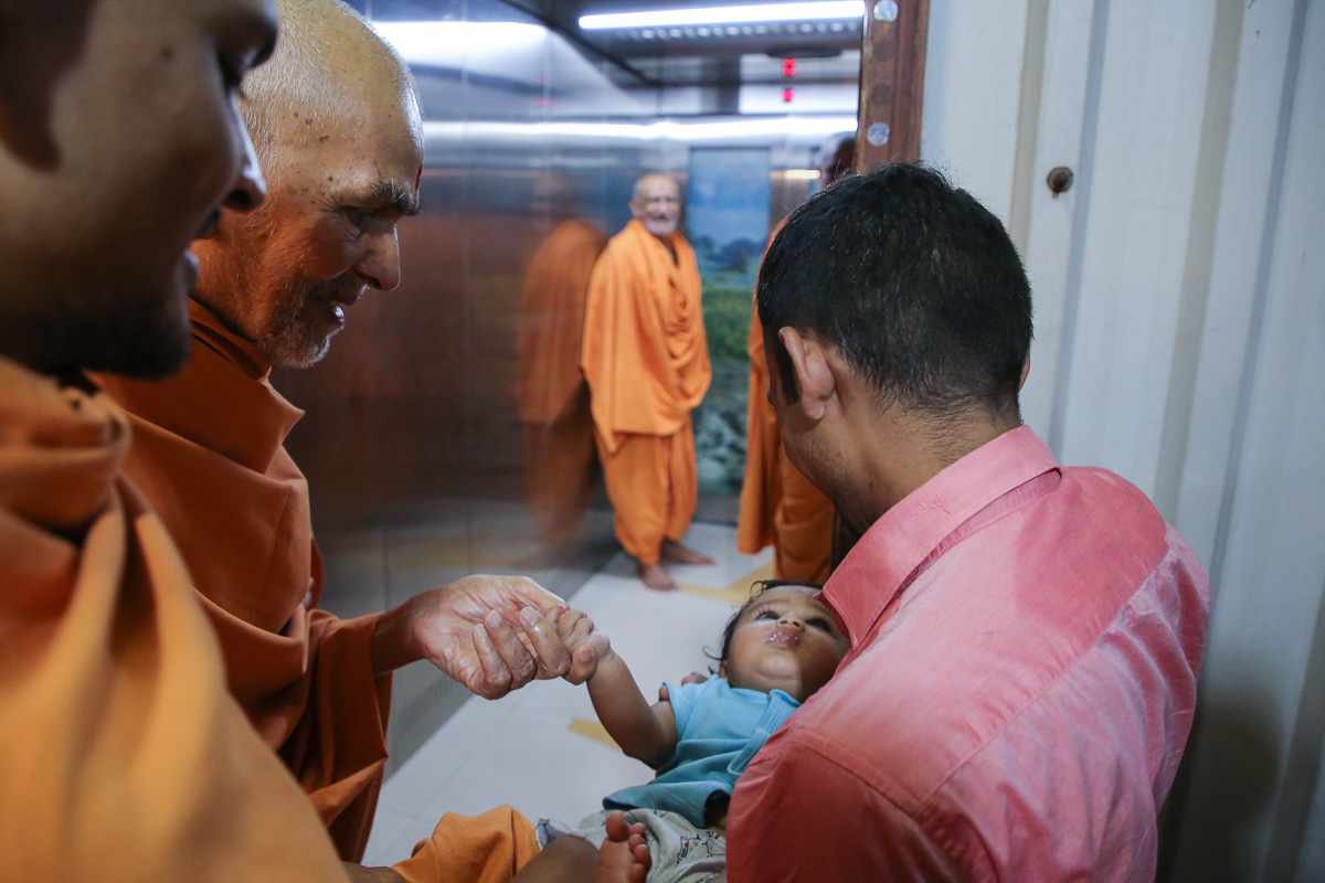 Swamishri blesses an infant