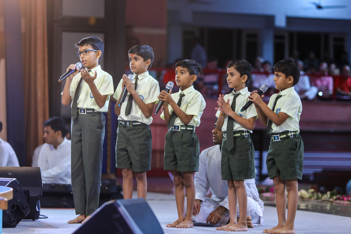 Children of BAPS Swaminarayan Vidyamandir, Raisan, recite scriptural passages in Swamishri's puja
