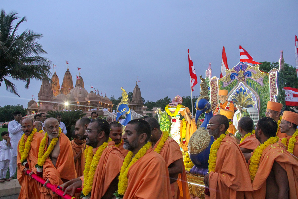 Sadhus pull the chariot of Shri Harikrishna Maharaj and Swamishri to celebrate the Rathyatra festival