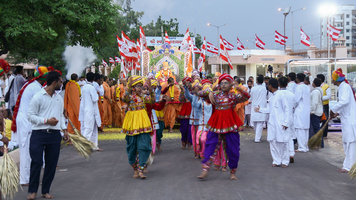 Children perform a traditional dance in the Rathyatra procession