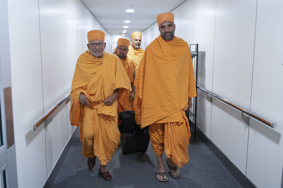 Pujya Bhaktipriya Swami (Pujya Kothari Swami) arrives at the Airport, Perth