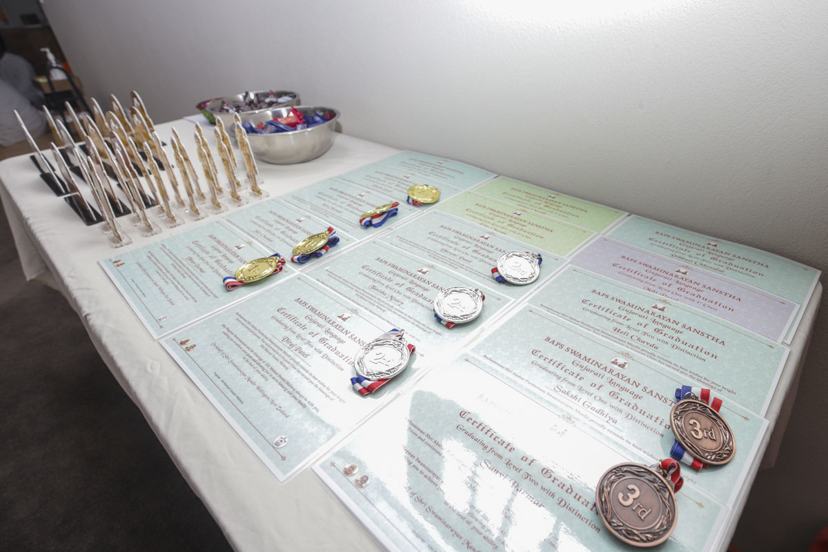 Medals for children in the bal-balika shibir