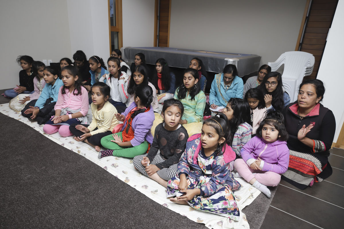 Balikas during a shibir session