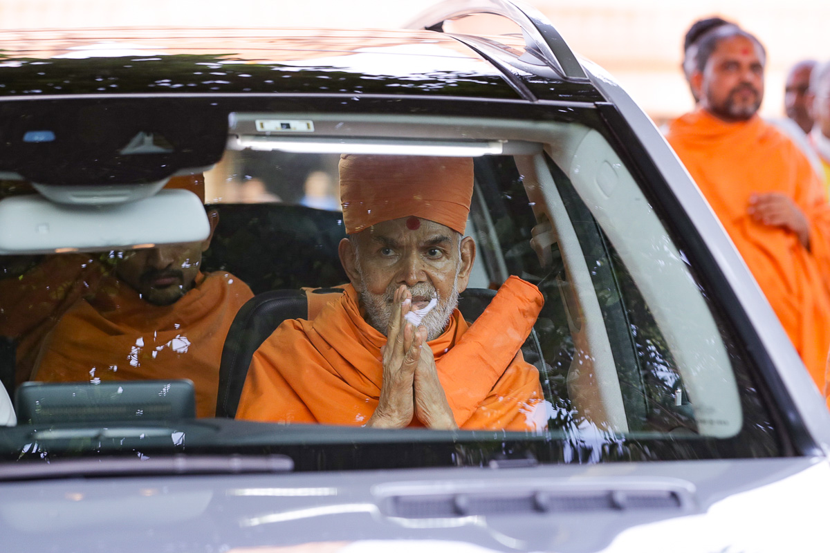 Swamishri departs from Bharuch