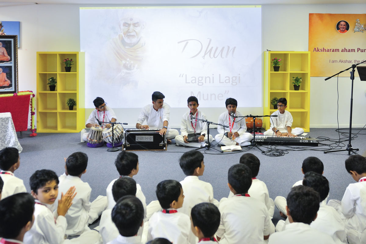 Children sing kirtans in the bal-balika shibir
