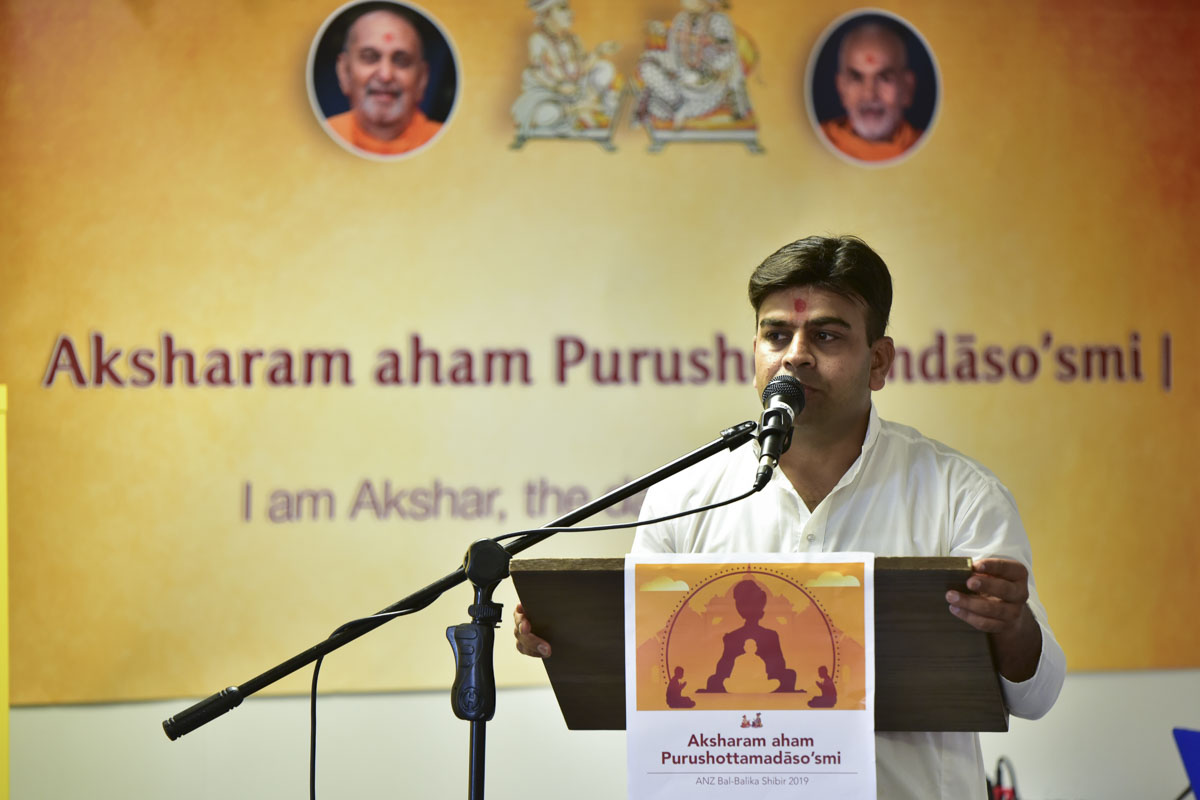 A karyakar addresses a shibir session