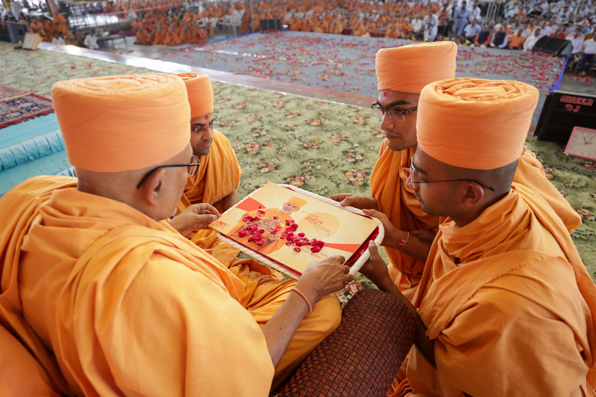 Pujya Kothari Swami inaugurates a new series of videos on the BAPS website