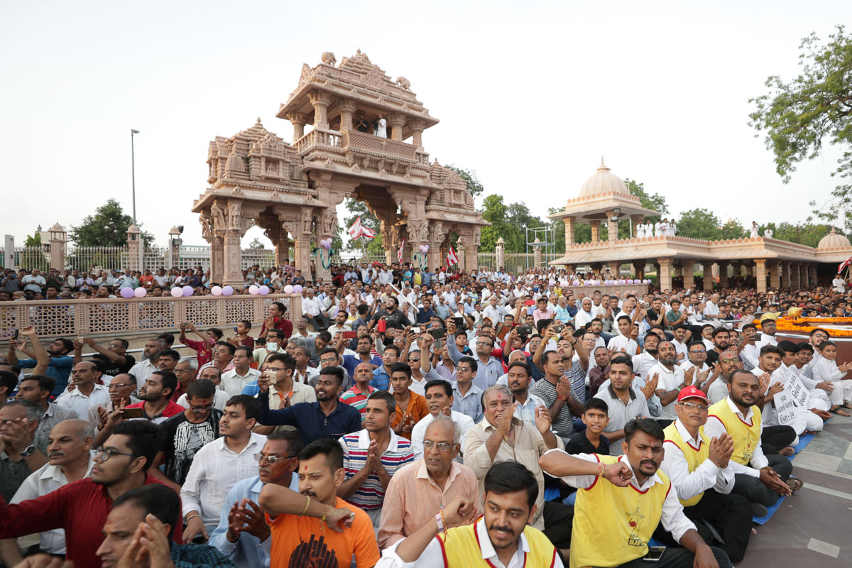Devotees in the mandir grounds to welcome Swamishri
