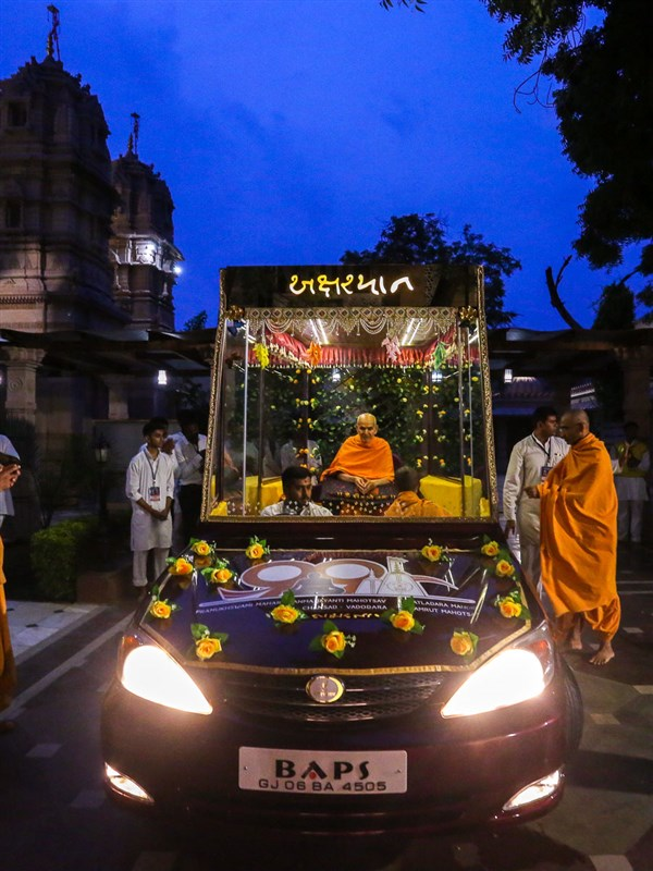 Swamishri on his way for his daily puja