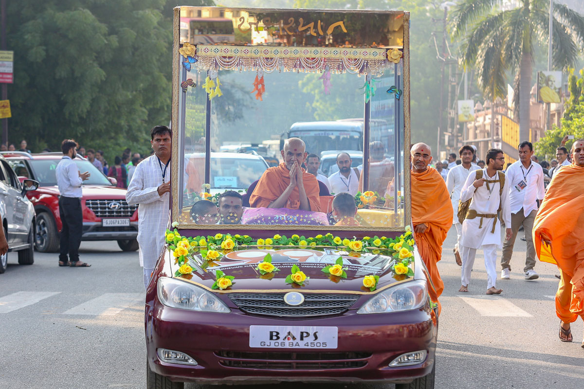 Swamishri after his morning puja