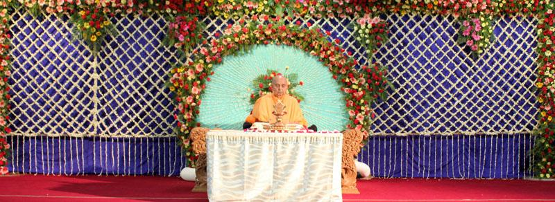 Swamishri during his morning puja