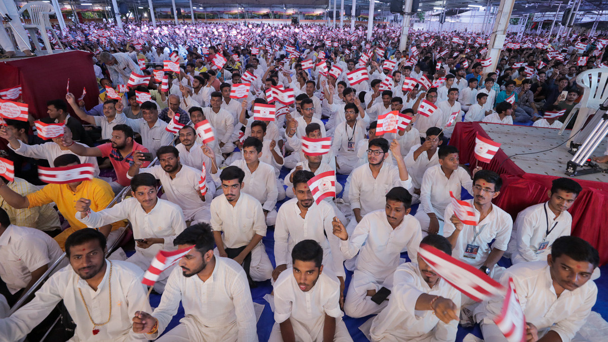 Devotees wave BAPS flags