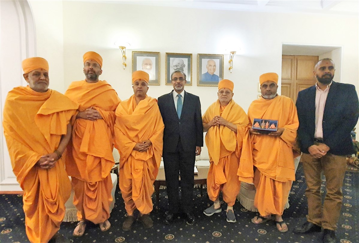 Indian Ambassador to Russia Welcomes BAPS Delegation