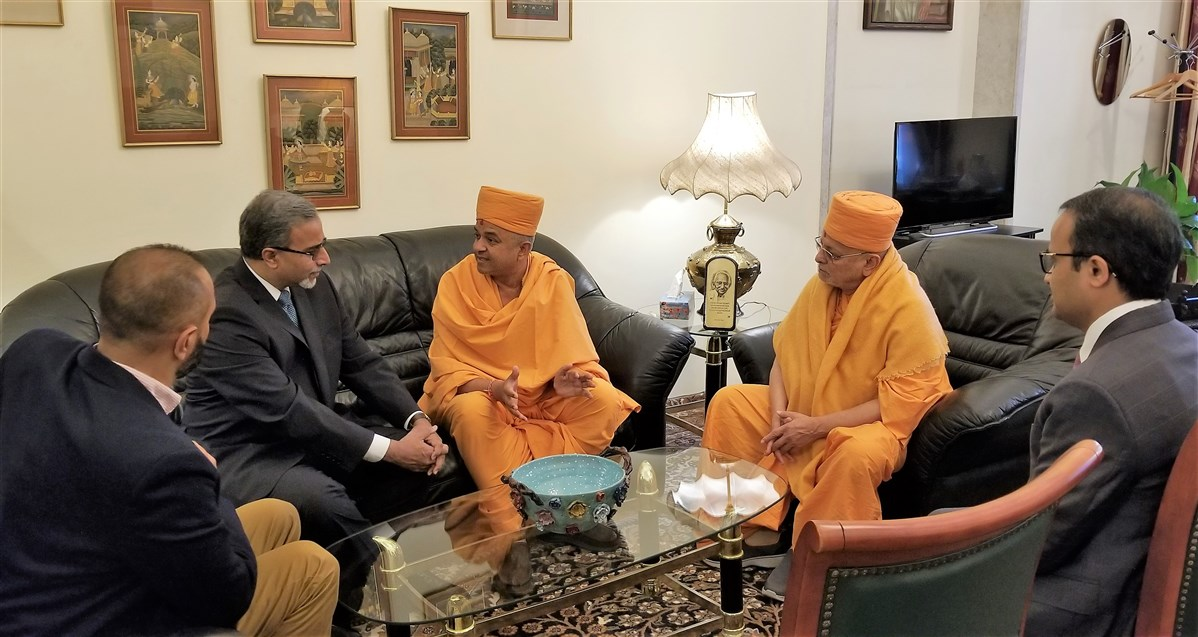 His Excellency The Ambassador in discussion with Pujya Ishwarcharan Swami and Pujya Brahmavihari Swami