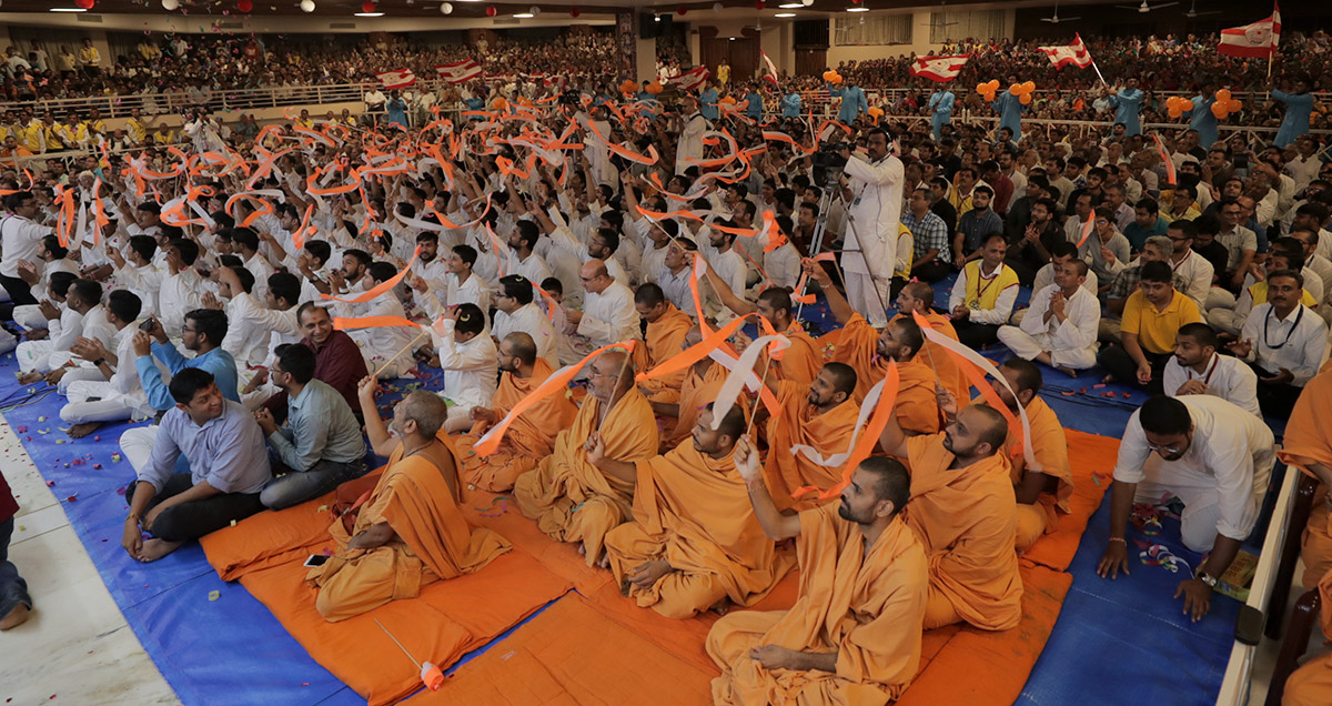 Sadhus, youths and devotees during the assembly