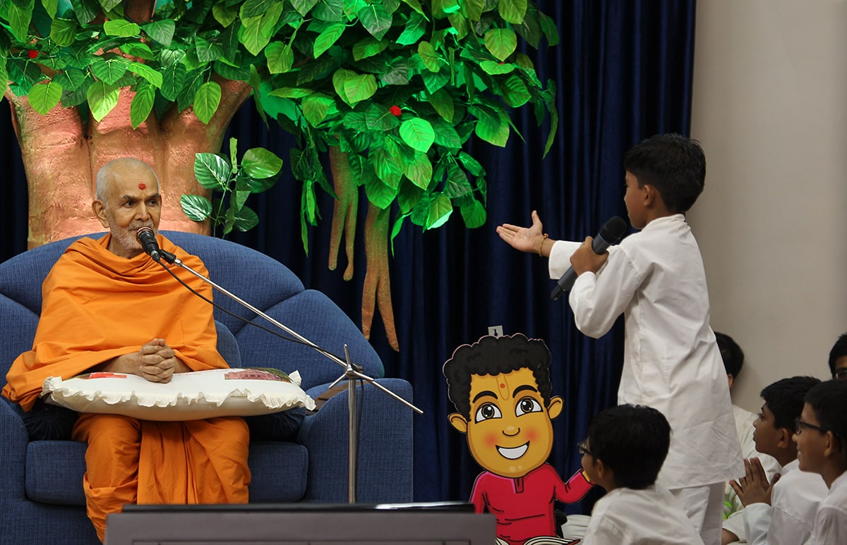 A child presents before Swamishri