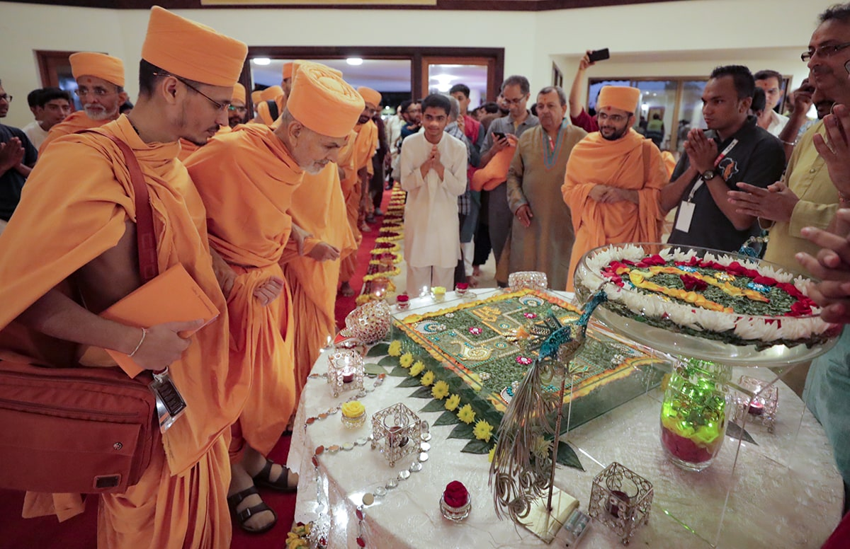 Swamishri observes a display