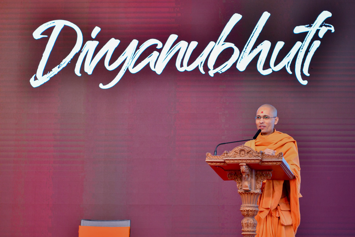Brahmavatsal Swami addresses the evening session of the shibir