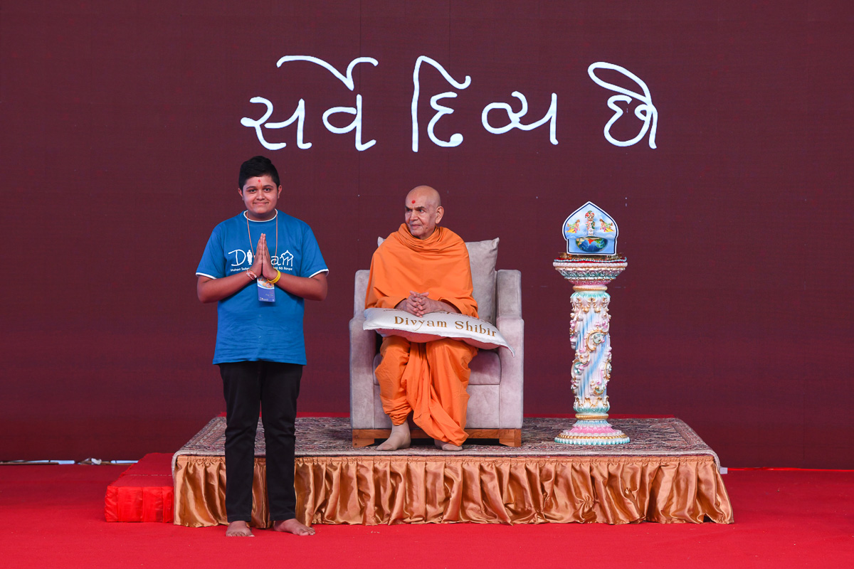Photo session with Swamishri for kishores