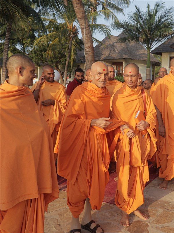 Swamishri in the shibir grounds