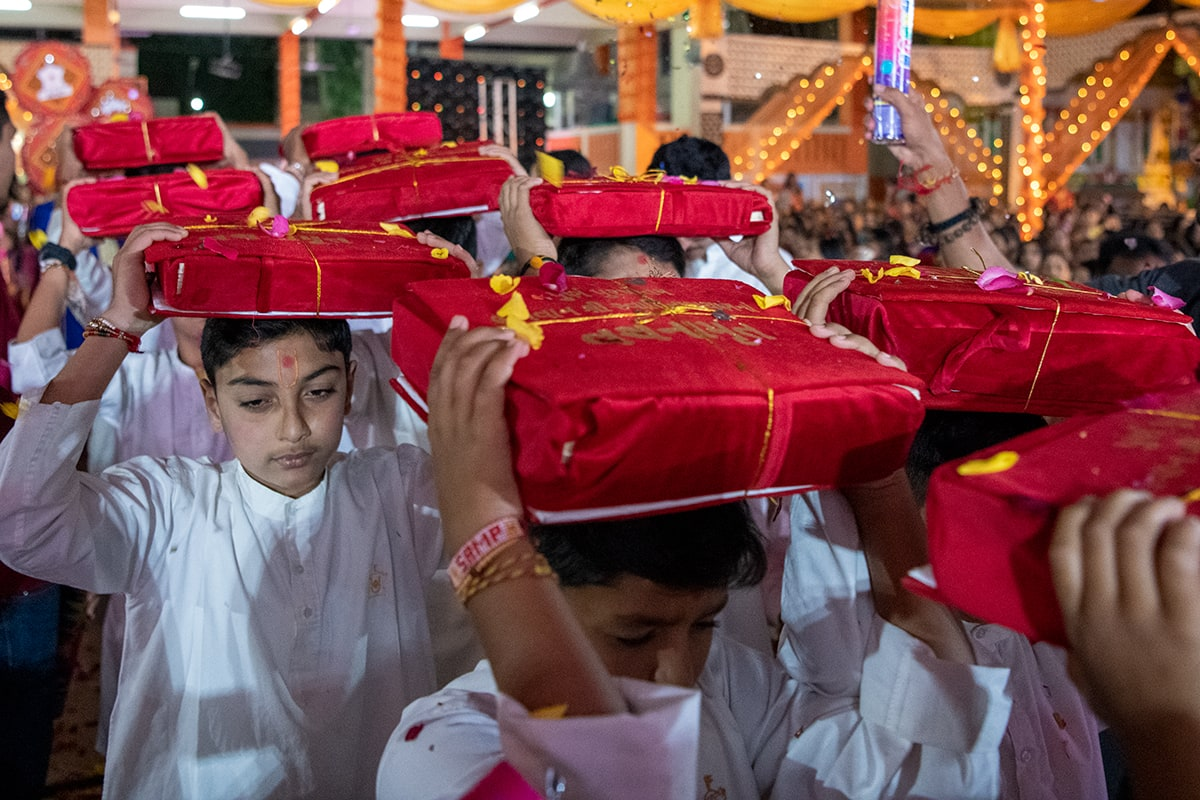Children in the procession honoring the Vachanamrut
