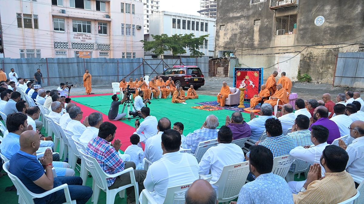 Bhumi pujan of new assembly hall for Dar-es-Salaam Mandir