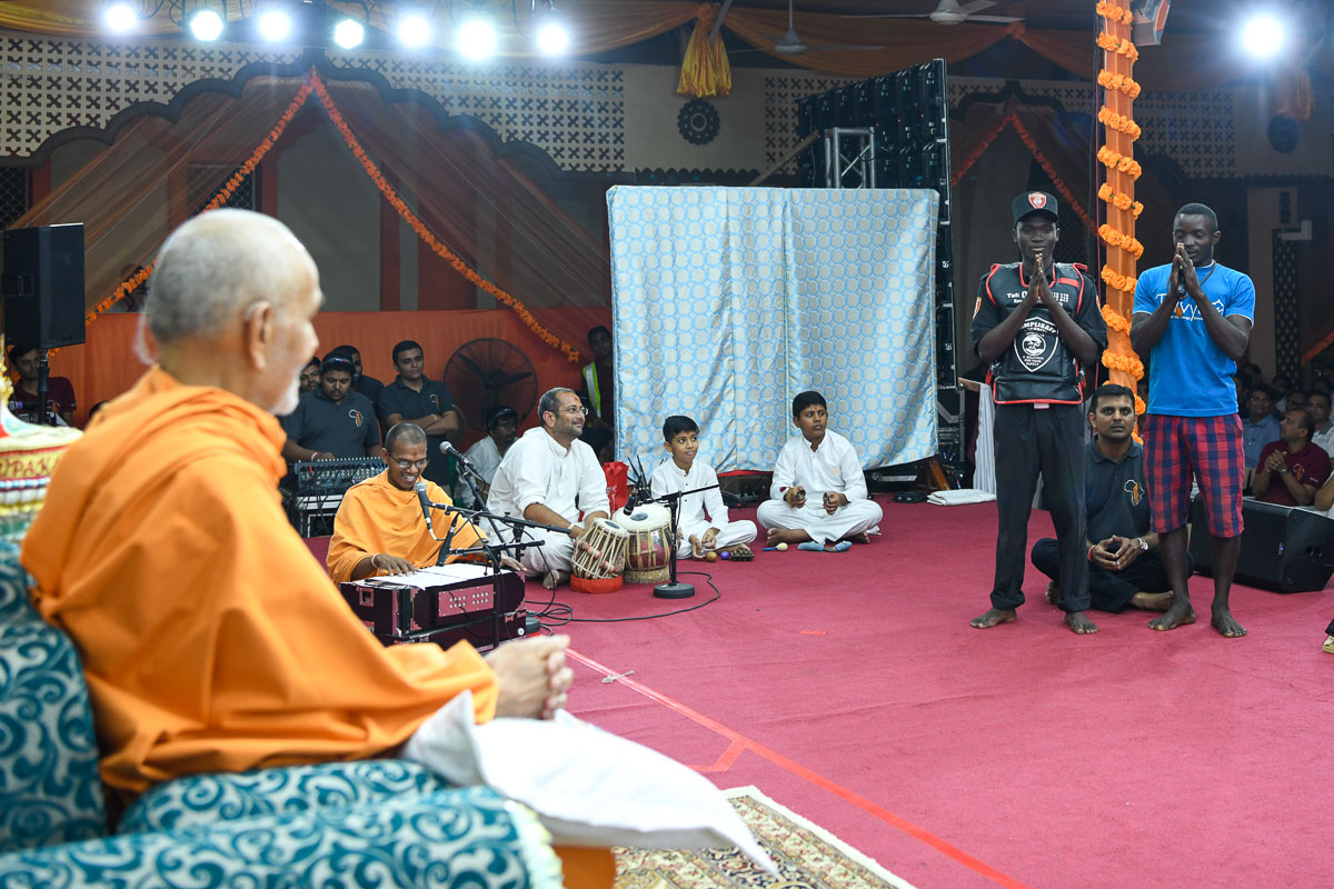 Local residents present before Swamishri