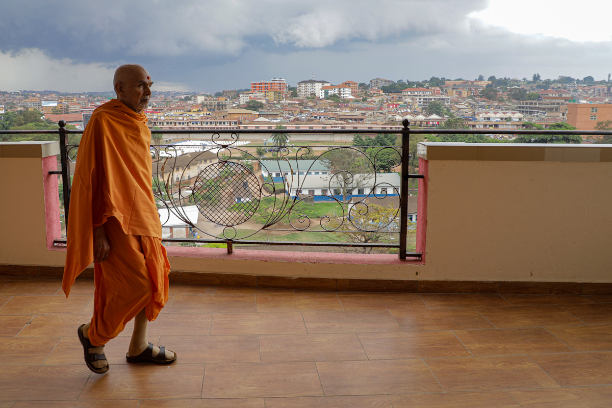 Swamishri during his afternoon walk