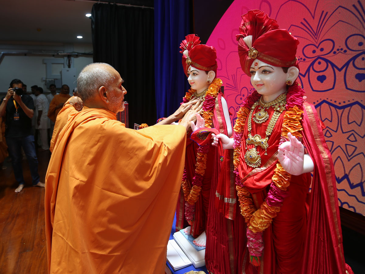 Swamishri performs murti-pratishtha rituals for the BAPS Shri Swaminarayan Mandirs in Lira and Busia, Uganda