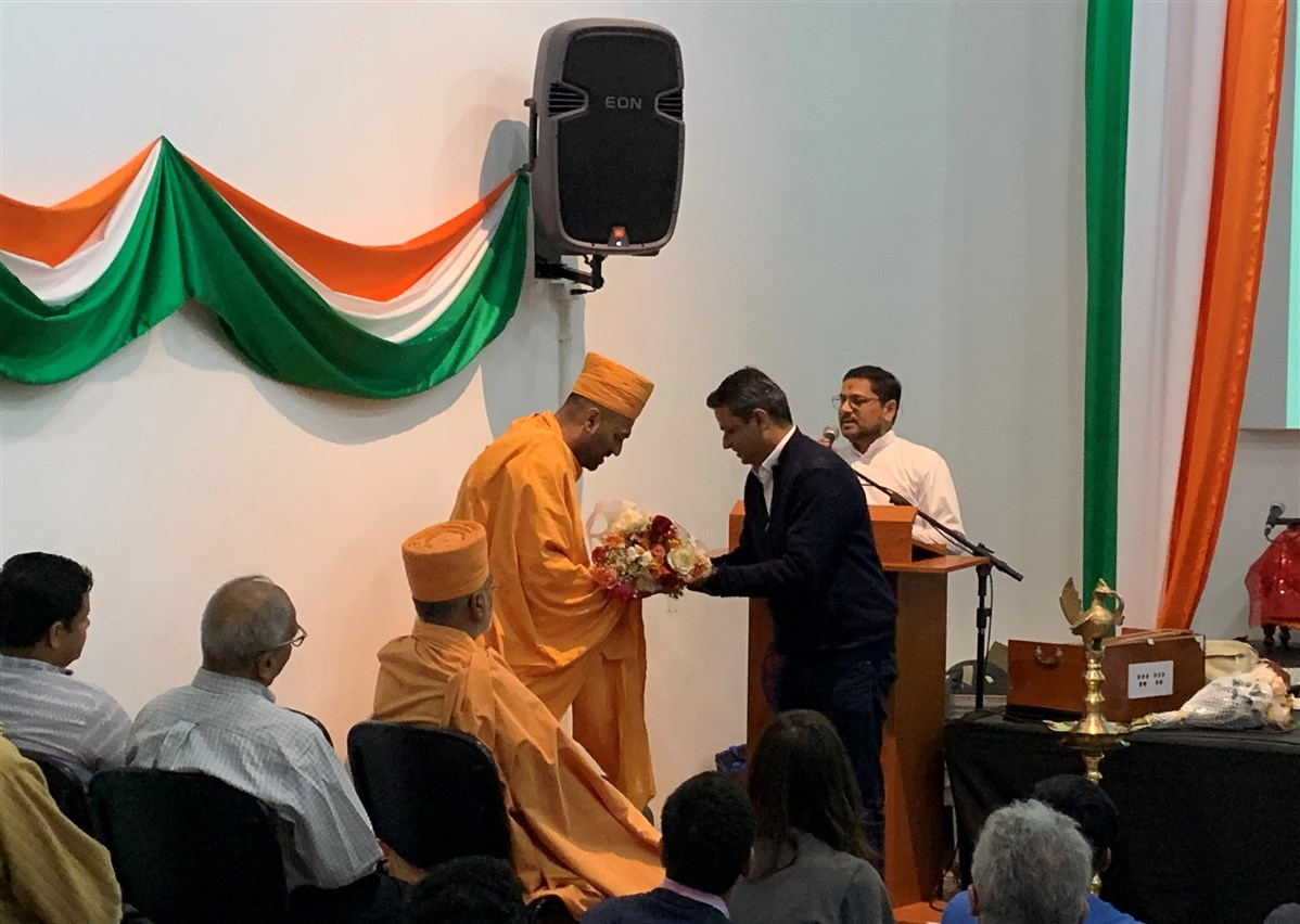 Pujya Priyasevadas Swami greets Tusharbhai Parikh - Brazil Country Head for Tata Consultancy Services